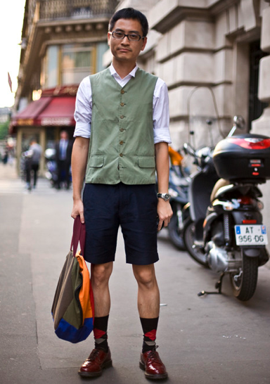 fashion do and don't man wearing trouser socks and shorts