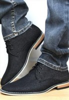 men's jeans and gray shoes