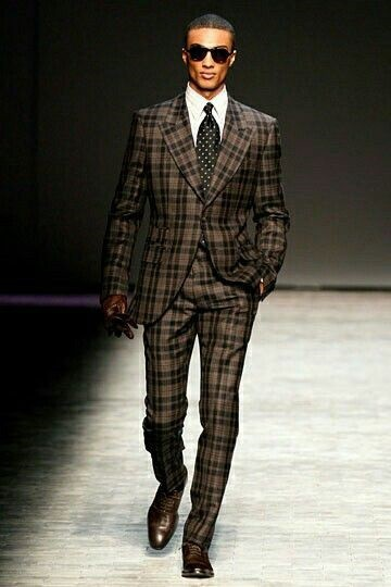 Men's pattern suits, black and brown plaid suit