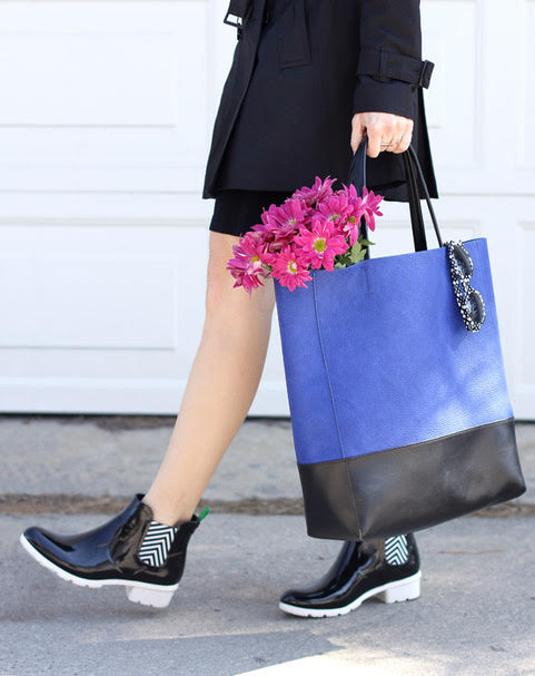 commuter shoes for women, rain boots, black skirt and jacket with rain boots and blue bag