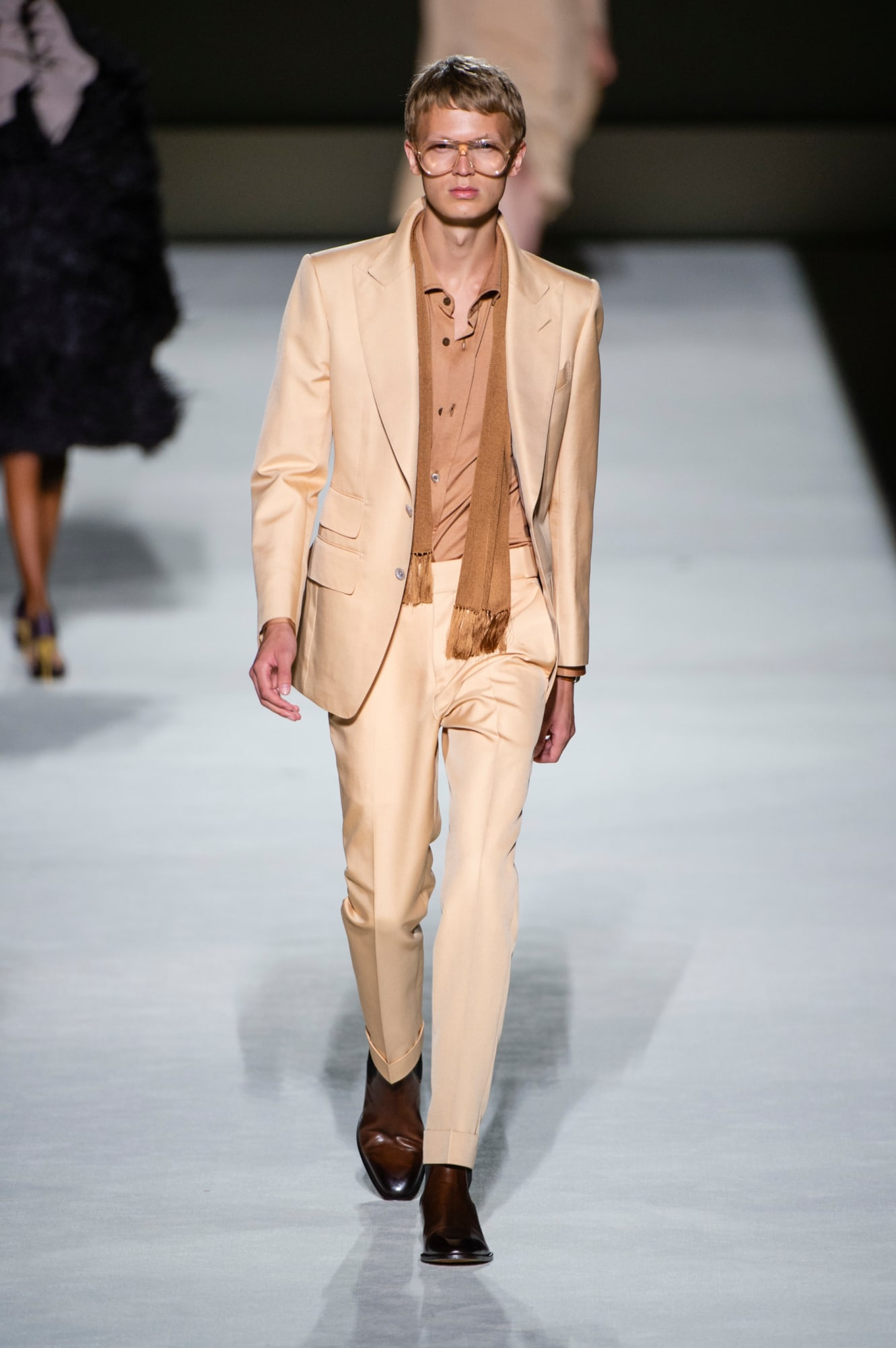 Tom Ford spring 2019 collection, men's earth tone suit, scarf and button down