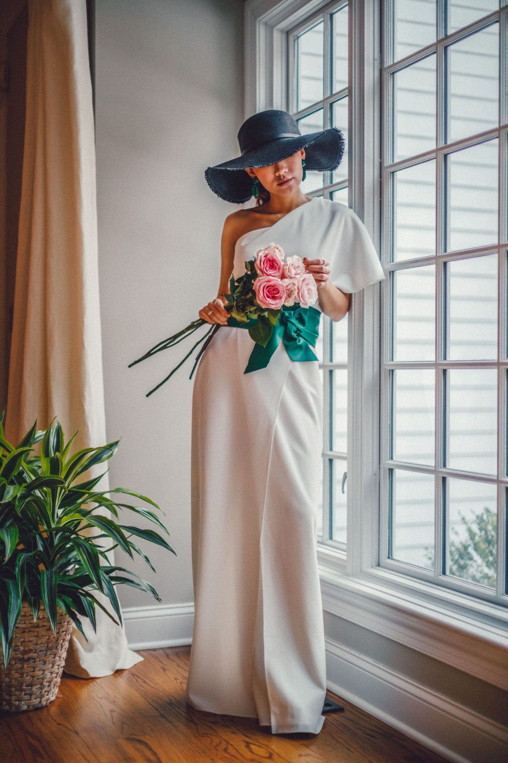 Stylish Looks for Holiday Travel, resort outfits, resort holiday travel looks, white maxi dress with green belt, straw hat, NotJessFashion