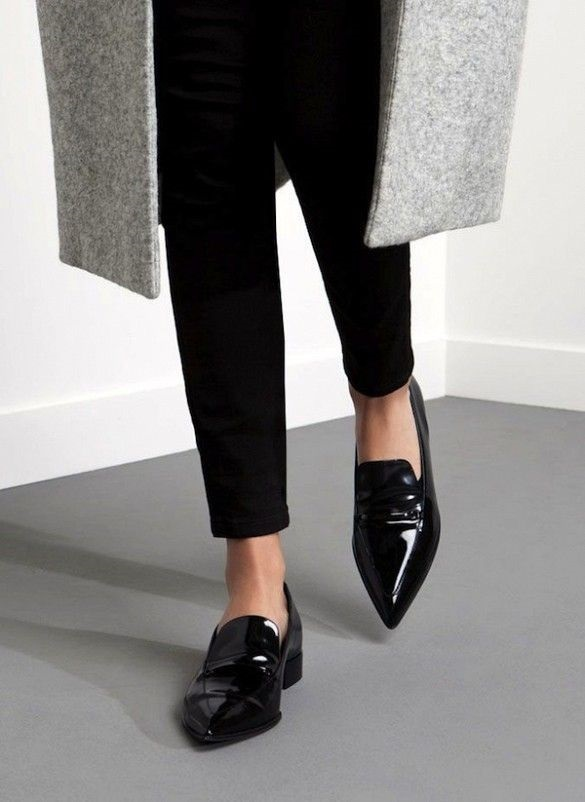 How to Create a Year-Round Capsule Wardrobe with 10 Staples, pointed toe flats