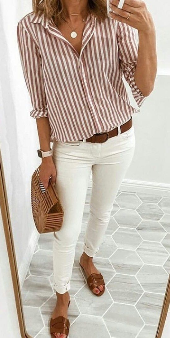 How to Create a Spring Capsule Wardobe in 8 pieces, women's striped shirt, striped shirt outfit